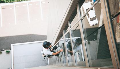 外壁清掃・高所特殊清掃|信和ビルサービス株式会社
